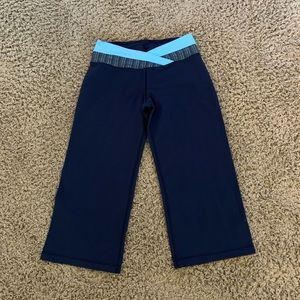 Lululemon Athletica navy blue Capri stretch yoga